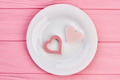 Coeurs décoratifs du plat blanc, vue supérieure Photos libres de droits