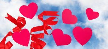 coeurs décoratifs sur le fond de ciel Photos libres de droits