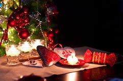 Coeurs, décorations et lumières de Noël photographie stock