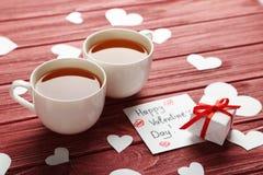 Coeurs d'amour avec des tasses Photos libres de droits