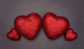 Coeurs d'amour disposés comme un groupe de famille Images stock
