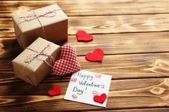 Coeurs d'amour et feuille de papier Photo libre de droits