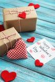 Coeurs d'amour et feuille de papier Photo stock