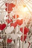 Coeurs de beauté de valentines de St Vintage et moderne lumineux et ensoleillés (contemporain) au même arrière-plan de temps Images libres de droits