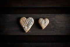 Coeurs de biscuit Amour dans les couples Image stock