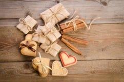 Coeurs de biscuit liés au ruban Image libre de droits