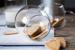 Coeurs de biscuits dans le pot Photos stock