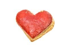 Coeurs de biscuits en glaçage rouge d'isolement Photographie stock libre de droits