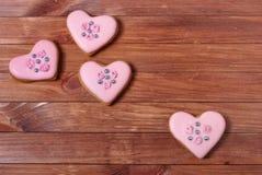 Coeurs de biscuits de pain d'épice de Rose Photos libres de droits