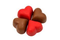 Coeurs de bonbons au chocolat rouges Photos stock