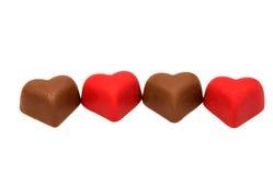 Coeurs de bonbons au chocolat rouges Image stock