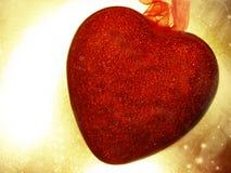 Coeurs de concept de vacances d'amour de jour du ` s de Valentine sur le backgr brillant d'or Photographie stock
