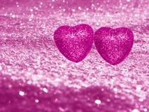Coeurs de concept de vacances d'amour de jour du ` s de Valentine sur le backgr rose brillant Images stock