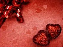 Coeurs de concept de vacances d'amour de jour du ` s de Valentine sur le backgro rouge brillant Photos libres de droits