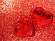Coeurs de concept de vacances d'amour de jour du ` s de Valentine sur le backgro rouge brillant Images stock