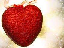 Coeurs de concept de vacances d'amour de jour du ` s de Valentine sur le backgro rouge brillant Image stock