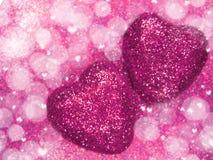 Coeurs de concept de vacances d'amour de jour du ` s de Valentine sur le backgro rouge brillant Photographie stock