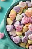 Coeurs de conversation de sucrerie pour la Saint-Valentin Photos stock