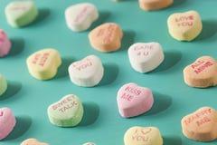 Coeurs de conversation de sucrerie pour la Saint-Valentin Photo stock