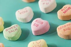 Coeurs de conversation de sucrerie pour la Saint-Valentin Images libres de droits