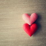 Coeurs de coton au-dessus de bois Photos libres de droits