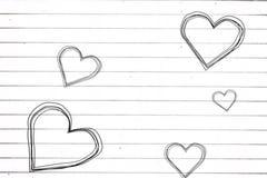 Coeurs de croquis de vol sur le papier illustration stock