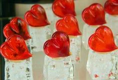 Coeurs de jour de valentines faits de verre de Murano Photographie stock