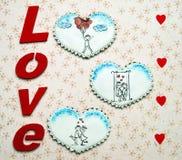 Coeurs de pain d'épice avec des scènes d'amour Images libres de droits