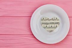 Coeurs de papier avec des notes de musique Images libres de droits