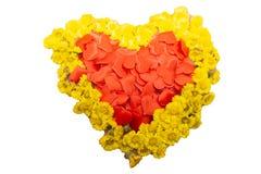 Coeurs de papier rouges volants sur le fond blanc Symbole de Saint-Valentin de l'amour Copiez l'espace photo libre de droits