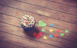 Coeurs de petit gâteau et de papier Photo stock