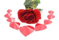 Coeurs de rose et de papier de rouge Photos libres de droits