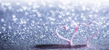 Coeurs de ruban et lumières de bokeh Images stock