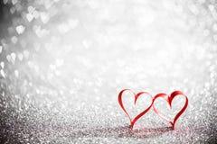 Coeurs de ruban et lumières de bokeh Photographie stock libre de droits