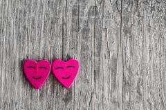 Coeurs de sourire sur le bois Images libres de droits