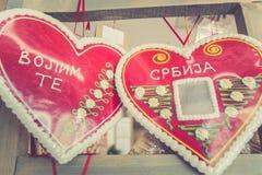 Coeurs de souvenir avec le texte Serbie je t'aime Photos libres de droits
