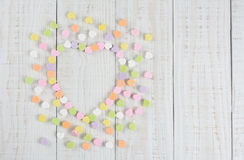 Coeurs de sucrerie dans la forme de coeur avec l'espace de copie Photos stock