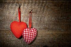 Coeurs de textile à carreaux et de polka de points Photo stock