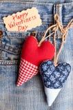 Coeurs de tissu sur la poche de jeans Images stock