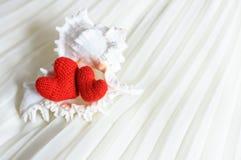 Coeurs de Valentine sur le fond abstrait Image libre de droits