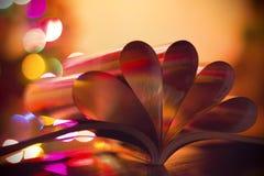 Coeurs des pages de livre Images stock