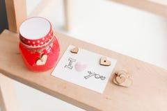 Coeurs en bois, confiture Photos stock