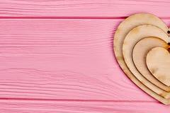 Coeurs en bois de decoupage de jour de valentines Photo libre de droits