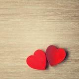 Coeurs en bois rouges Photos stock