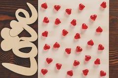 Coeurs en cristal rouges décoratifs Photo stock