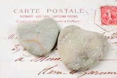 Coeurs en pierre avec la carte postale Image stock