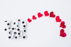 Coeurs et amour rouges sur la neige Image stock