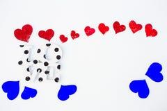 Coeurs et amour rouges sur la neige Photographie stock libre de droits