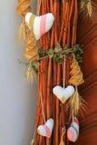 Coeurs et chariot de maïs en spirale tissé Photos libres de droits