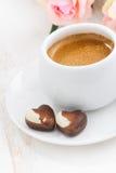 Coeurs et expresso de chocolat pour la Saint-Valentin, verticaux Image stock